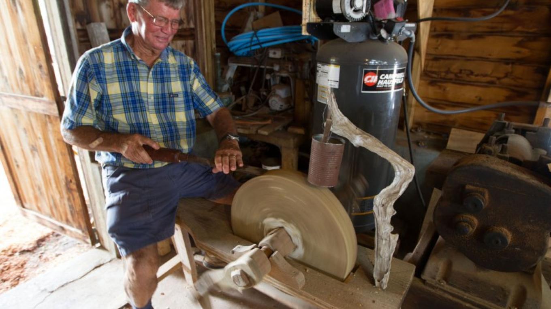 Joe Albury at work in his studio – Bahamas Ministry of Tourism