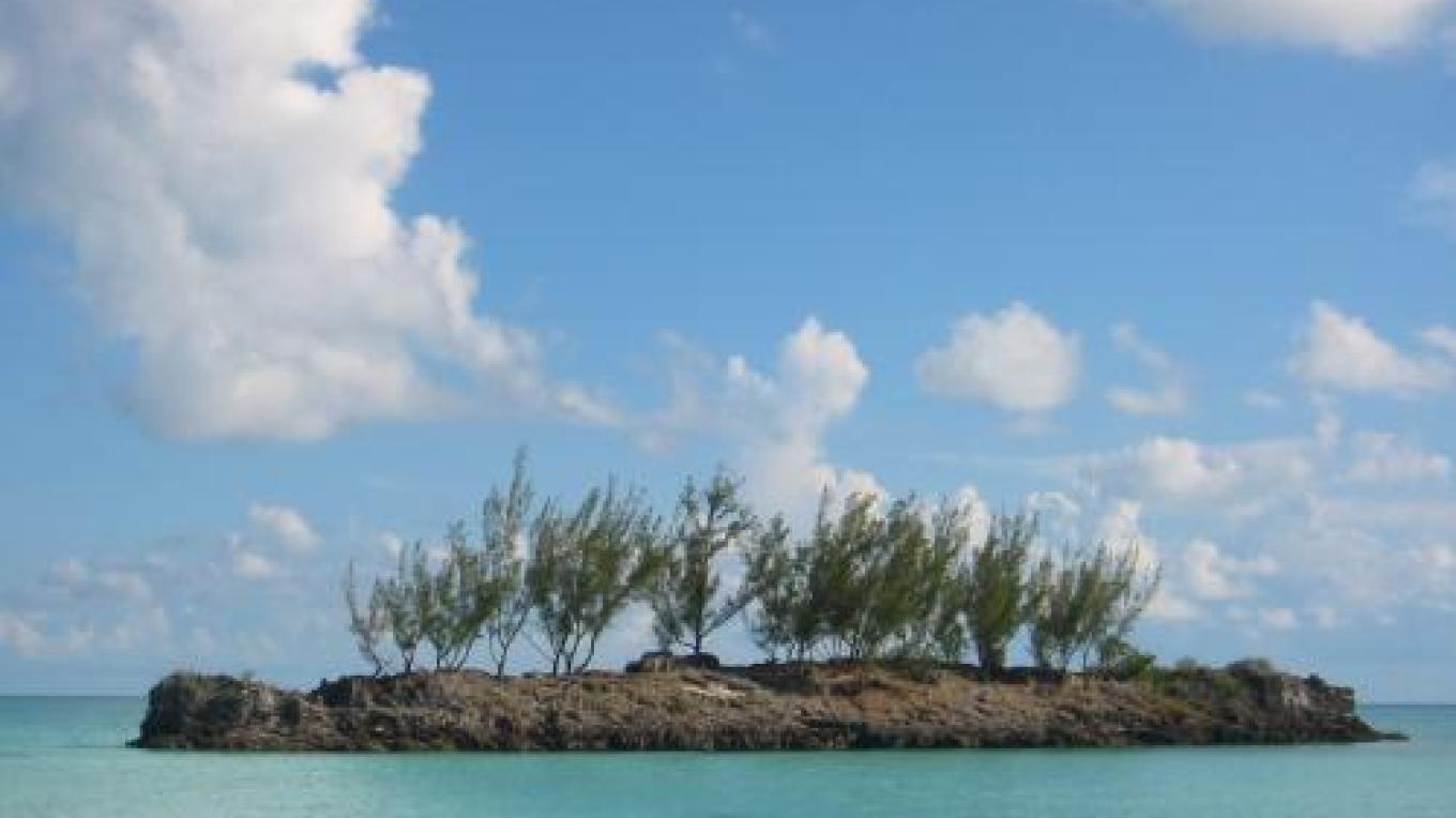 View of the islet at Gaulding Cay Beach – discovereleutherabahamas