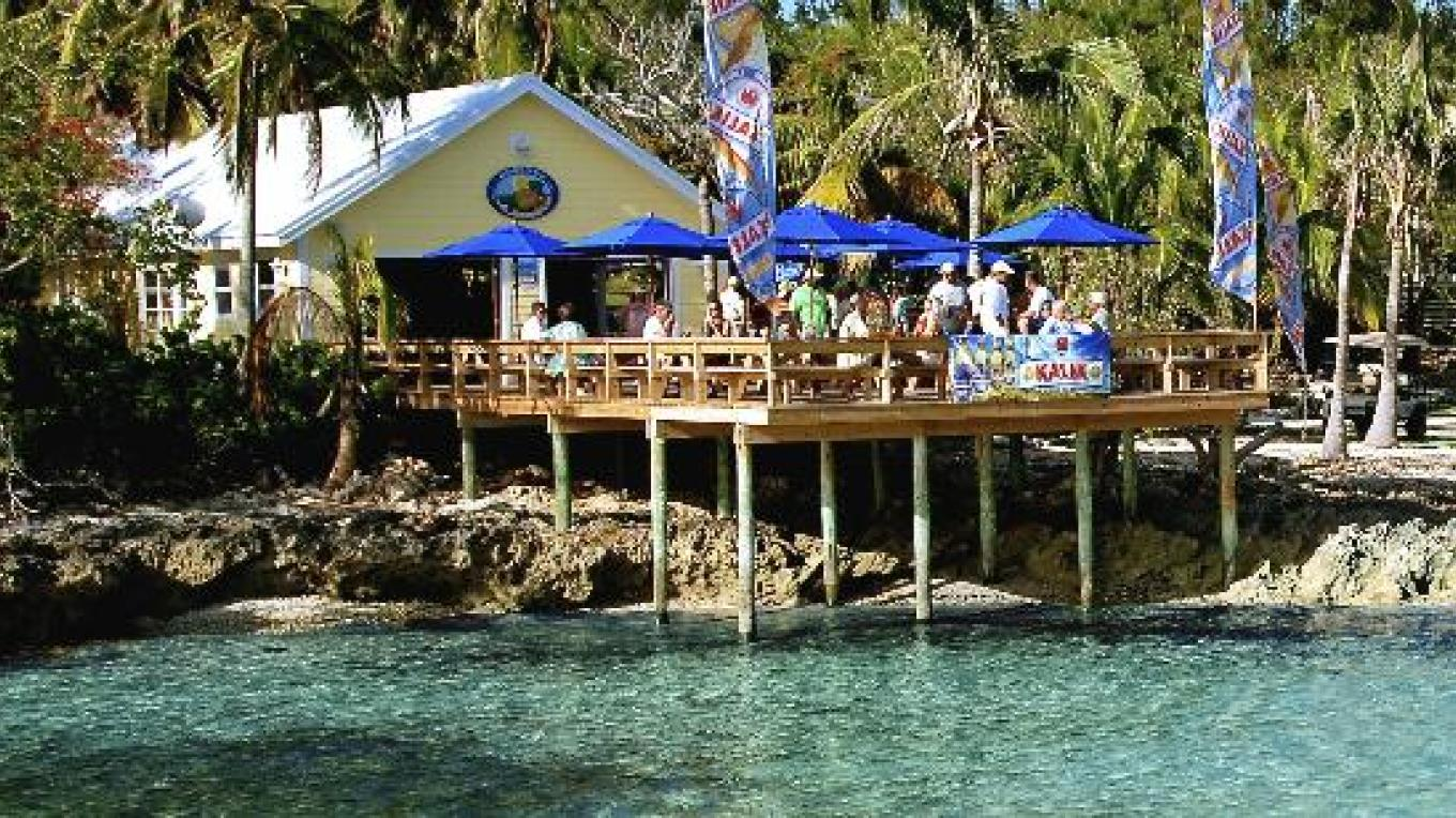 The Beach Bar – Bluff House Resort & Marina