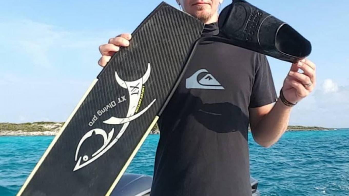 Captain Luke bids farewell to his trusty fins ... Over two years you took me far and deep to 190 ft and over 16,000 dives .. you served me well. – Reel Addictive Charters & Clients