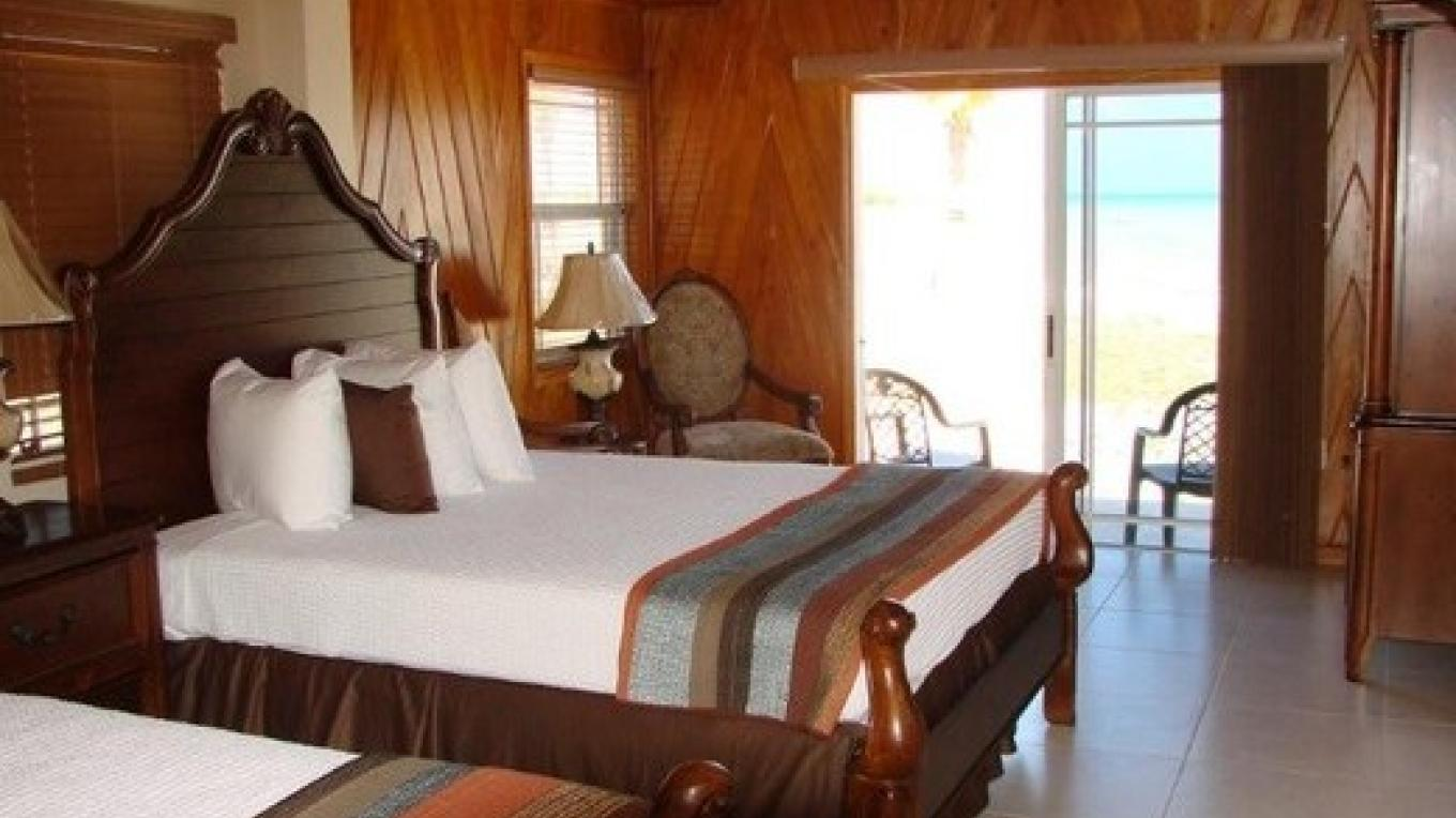 Photo of Guest Room. – Swain's Cay Lodge