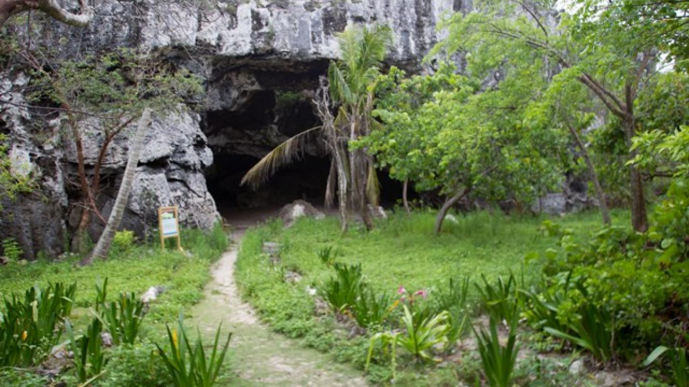 Entrance to Preacher's Cave showing the path. – Bahamas Ministry of Tourism