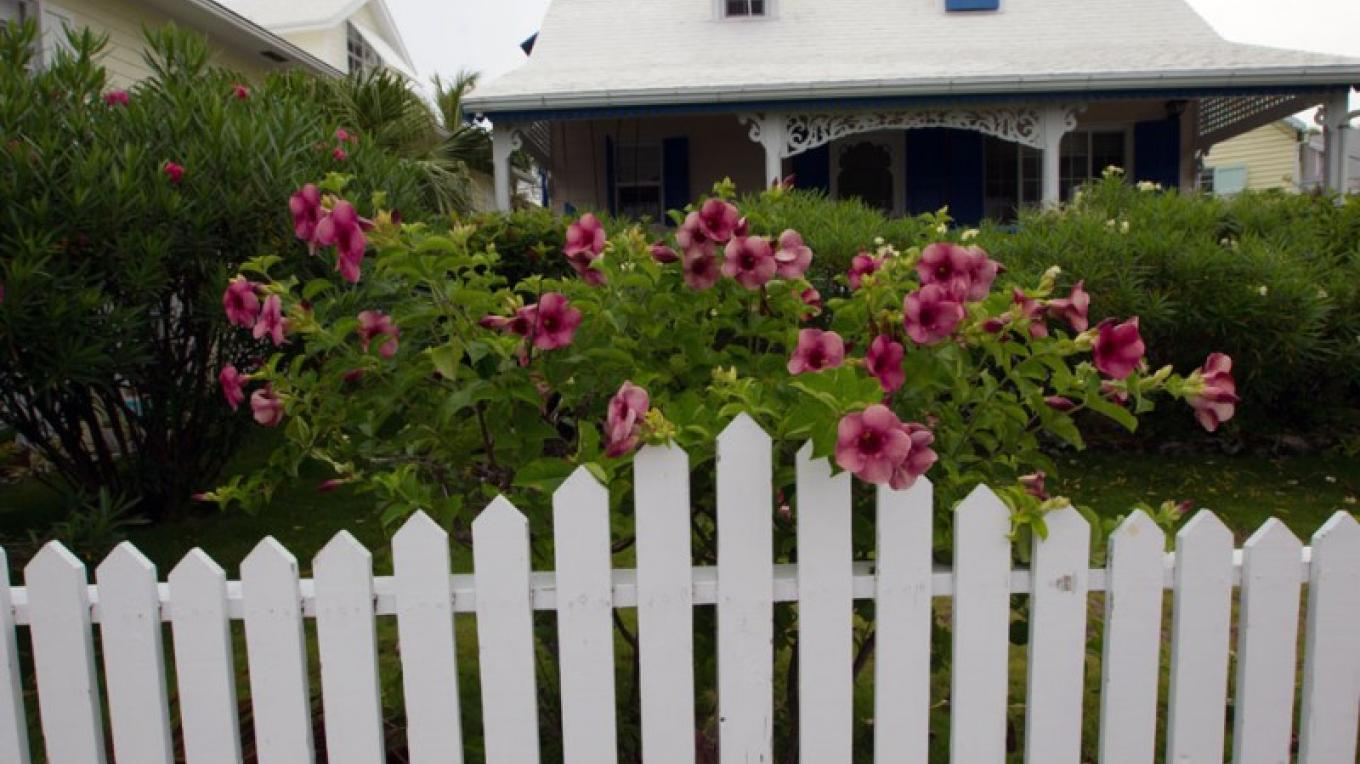 Loyalist House with picket fence and trees – Bahamas Ministry of Tourism