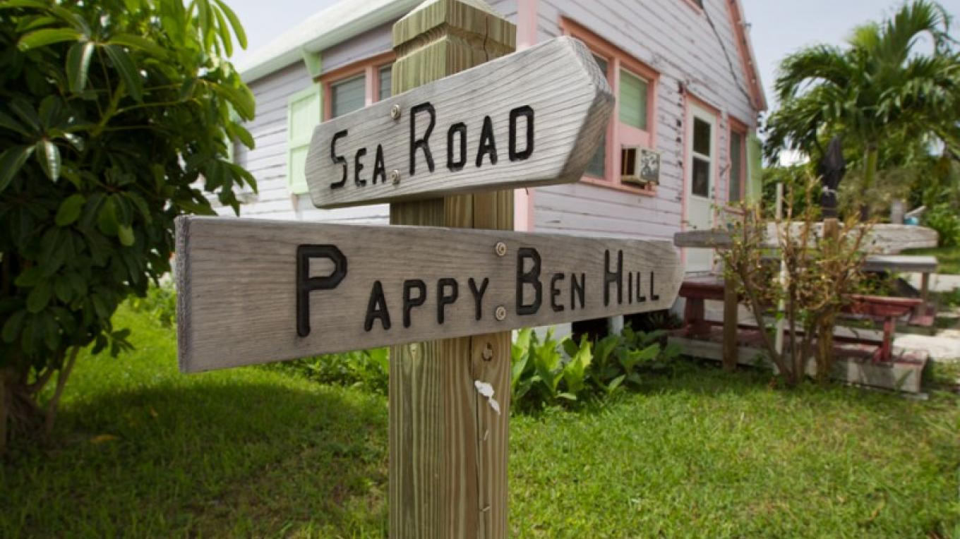 Loyalist House and street signs – Bahamas Ministry of Tourism