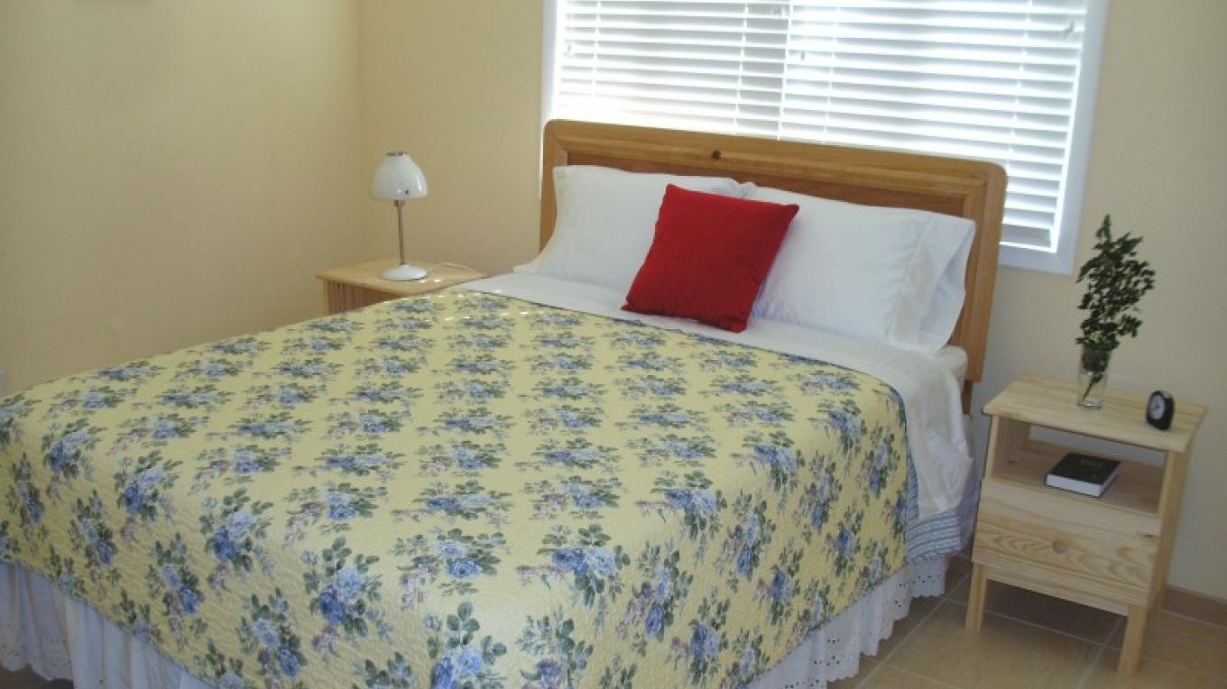 Captain Butterfly Suite Queen Room (2 bed/2 bath) – Arlene Clarke