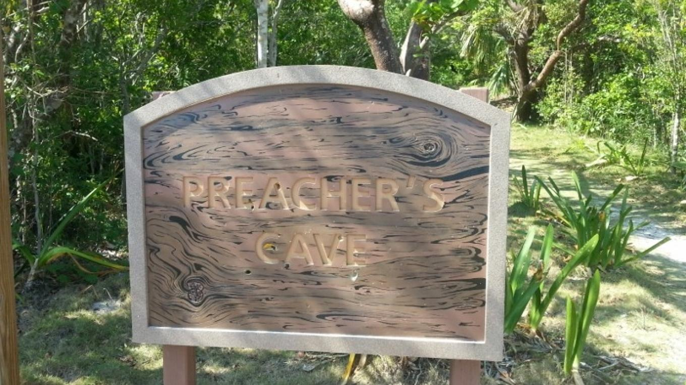 Sign at entrance to Preacher's Cave. – Bahamas Ministry of Tourism