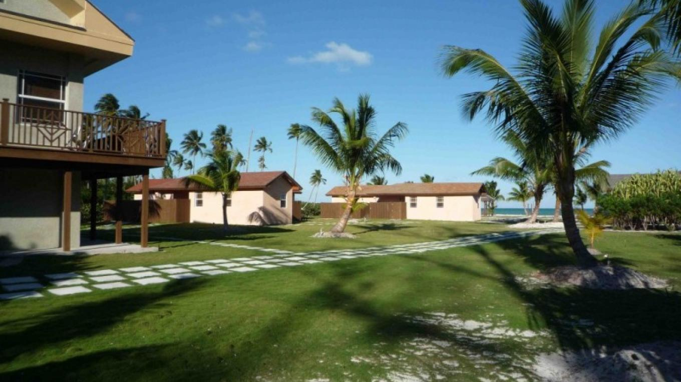Photo of property grounds and buildings. – Swain's Cay Lodge