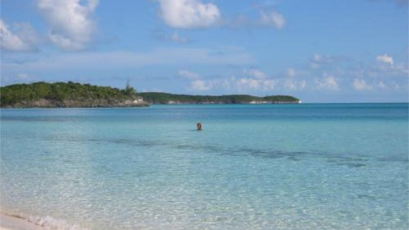 View of the turquoise waters at Gaulding Cay Beach – discovereleutherabahamas