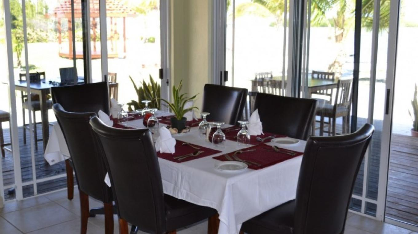 Photo of Lodge's Dining Room. – Swain's Cay Lodge