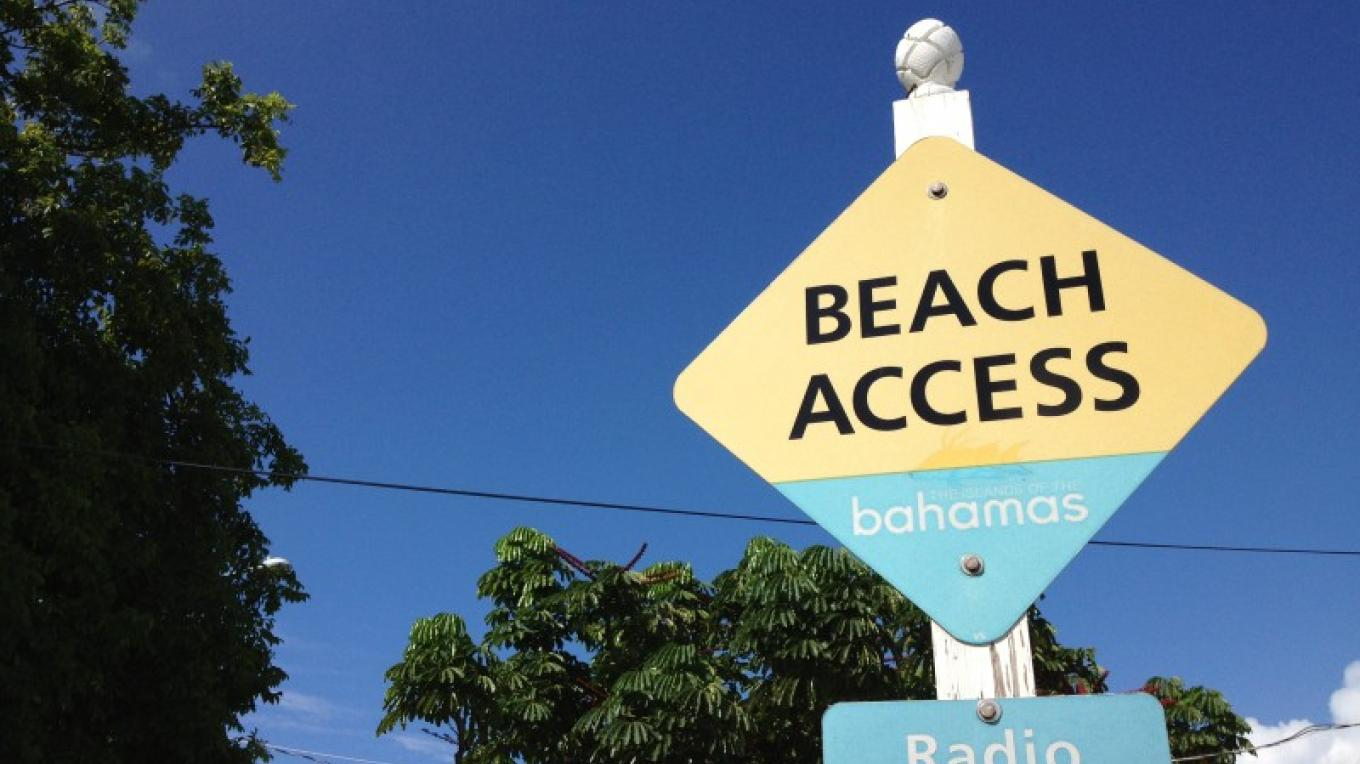 Sign to the beach – Tourist