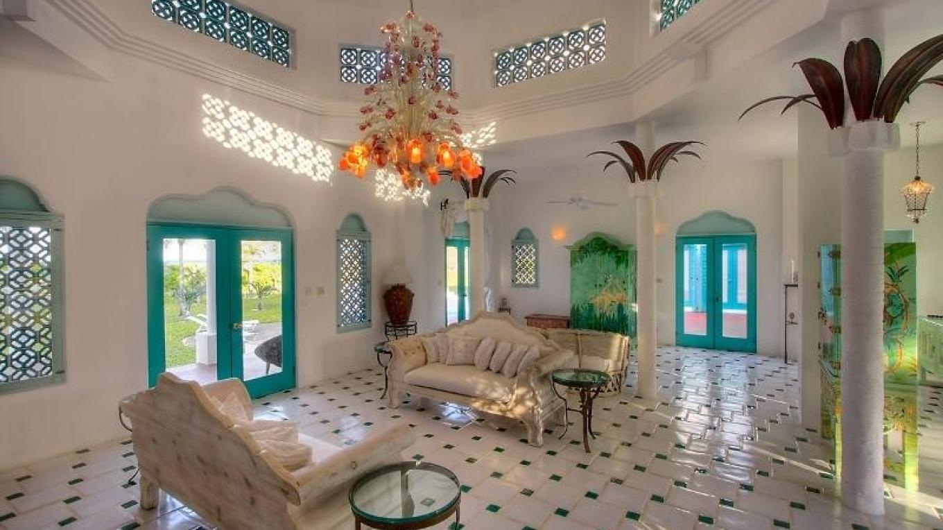 Inside view of La Bougainvillea – bahamasrealestate