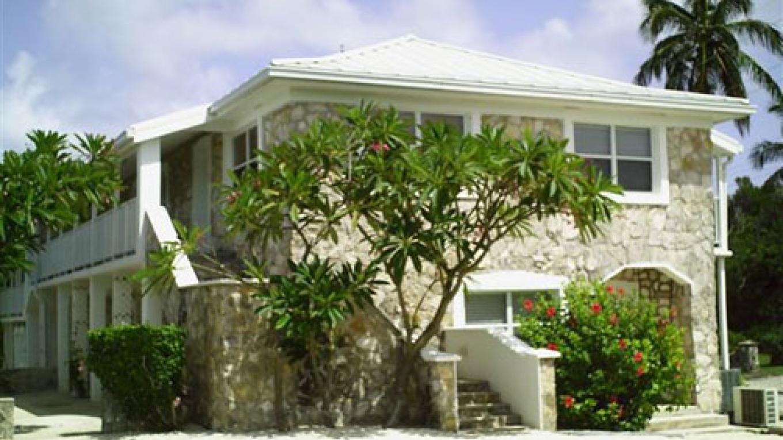 Hut Pointe Inn