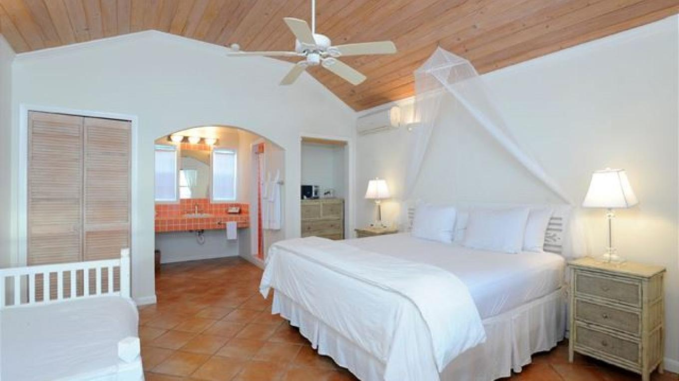 Bedroom with king size and single bed – Eleuthera Vacation Rentals
