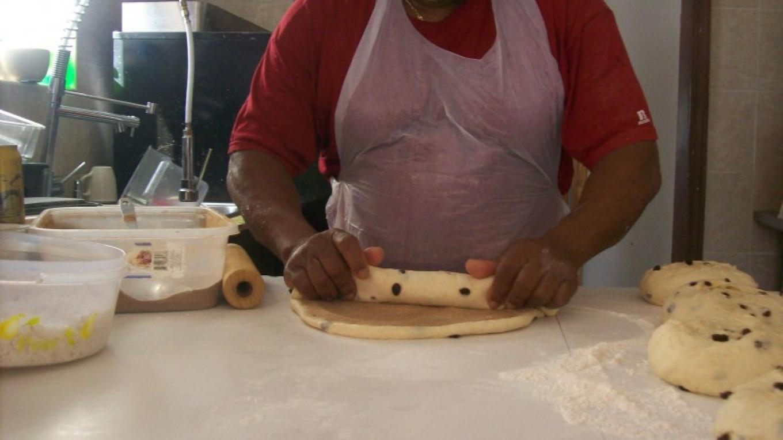 Making Cinnamon Raisin Swril Bread – undefined