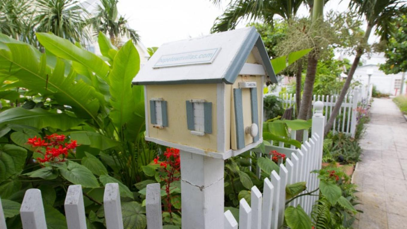 Miniature house with picket fence – Bahamas Ministry of Tourism