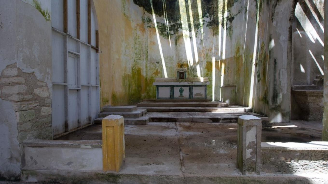 Inside St. David & St. Augustine's Anglican Church in Albert Town on Long Cay. – Bahamas Ministry of Tourism