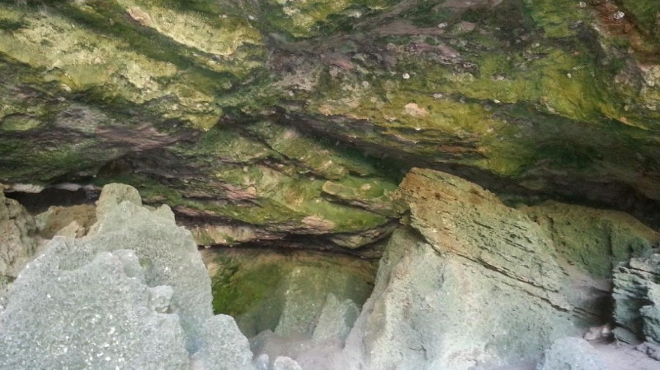 Close up view of limestone rocks inside Preacher's Cave. – Bahamas Ministry of Tourism
