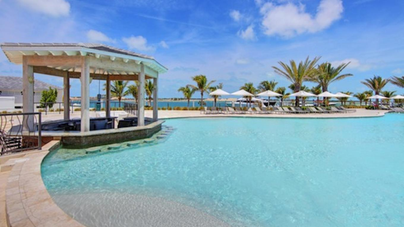 Bimini Bay Sabor's resturant Pool area – Resort World Bimini Bay
