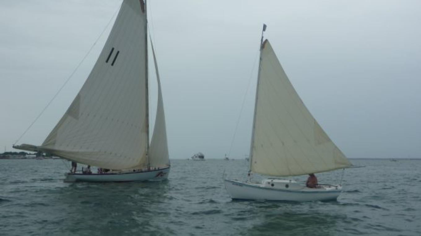 S/V Rage, Hopetown, built at Edwin's yard, crossing paths with Lady Di – dw