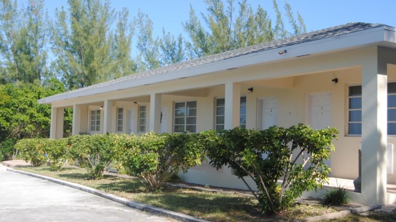 Front Entrance of Abaco Hillside Hotel – Abaco Hillside Hotel