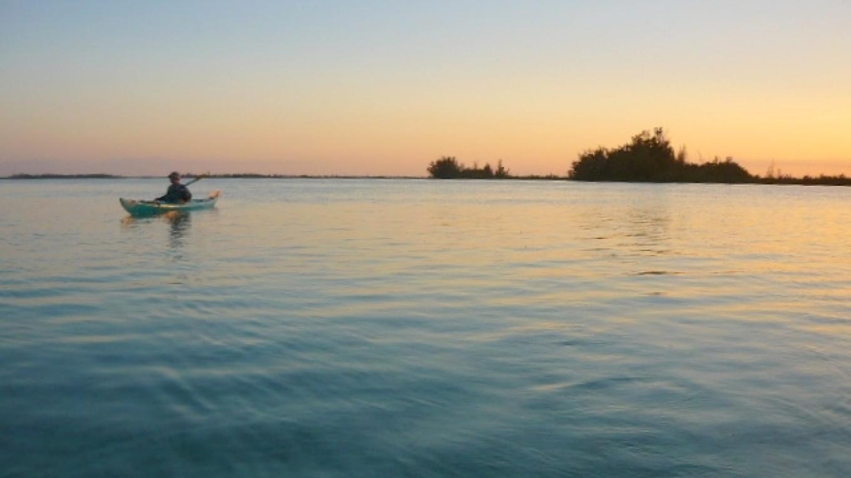 kayaking catching the tide