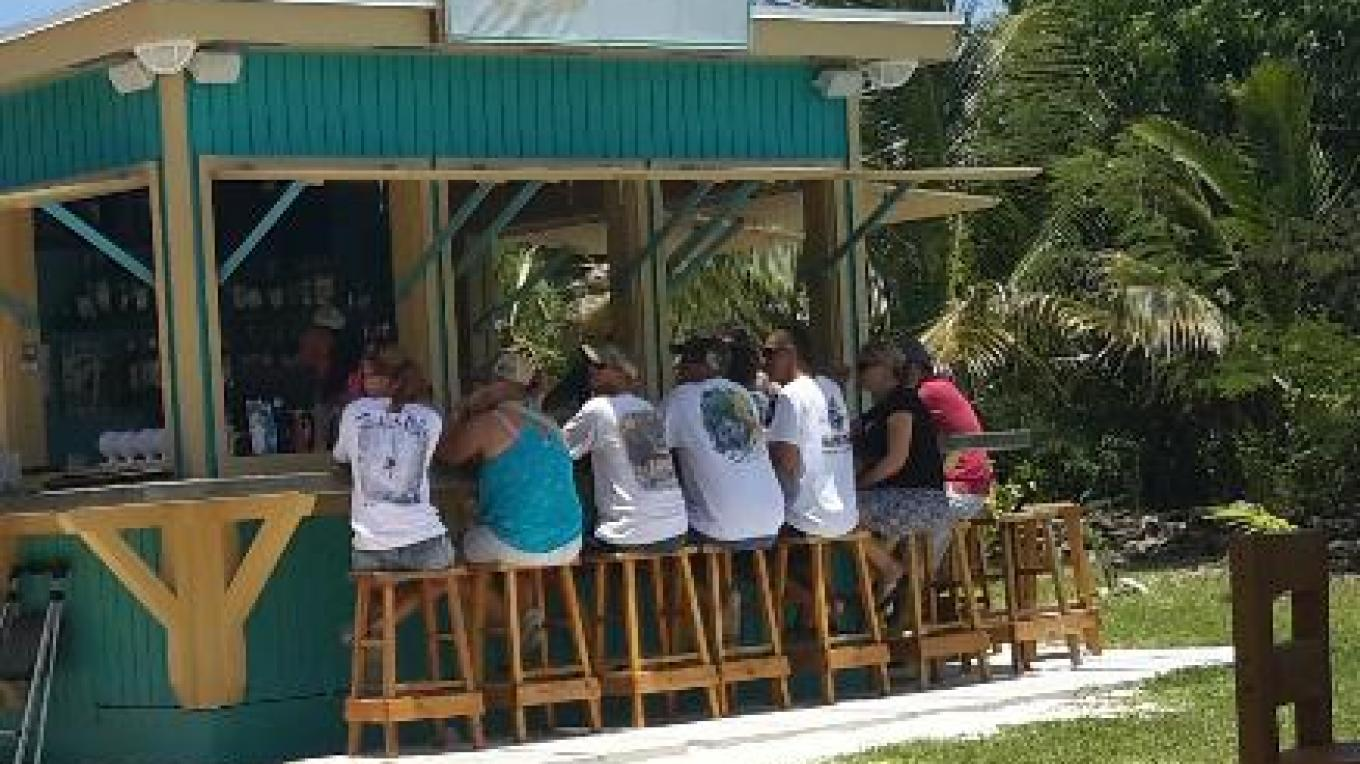 Patrons at the Sandbar – tripadvisor