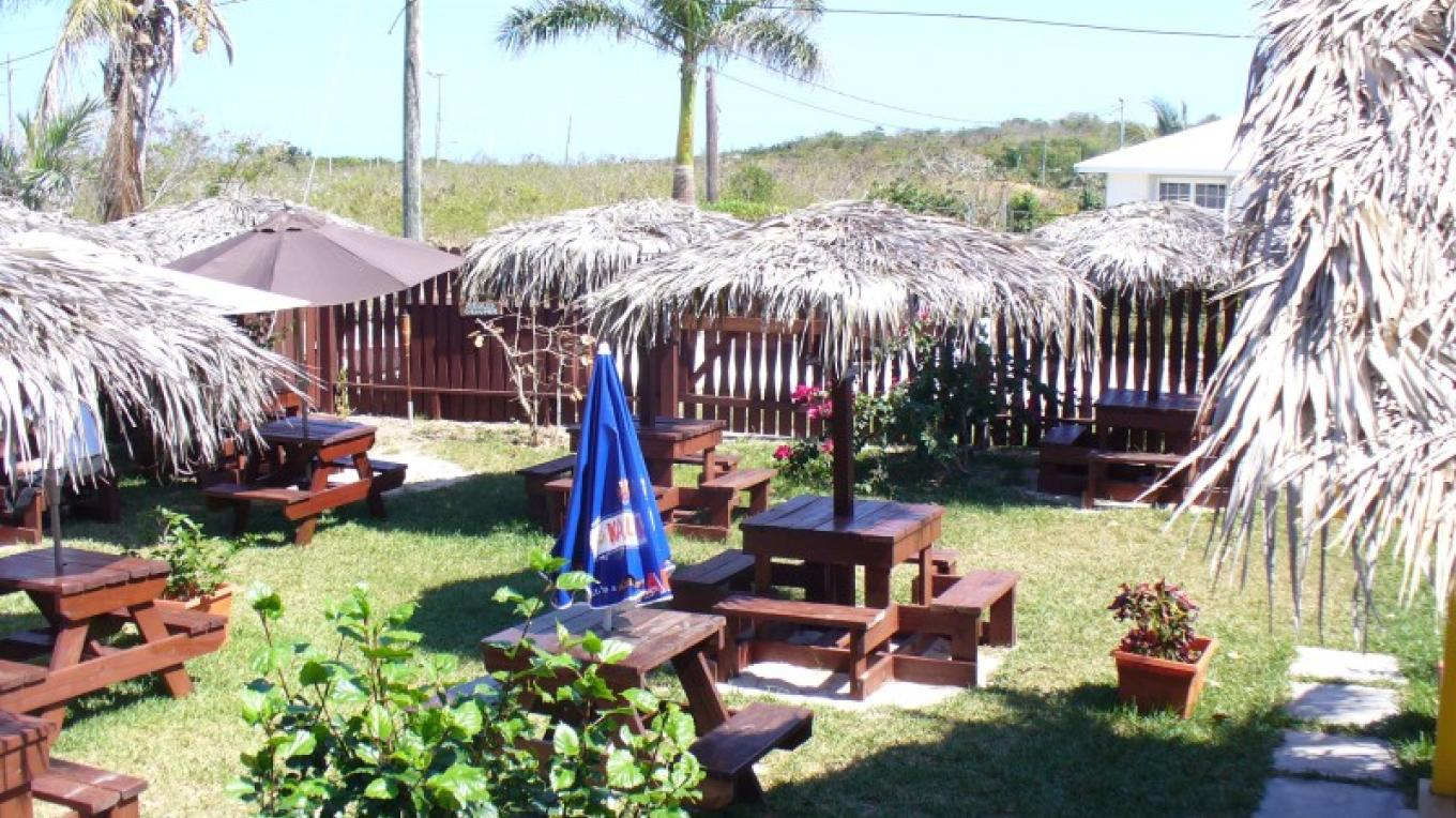 Seating in the back yard for Twin Brothers restaurant – Bay Inn Estates