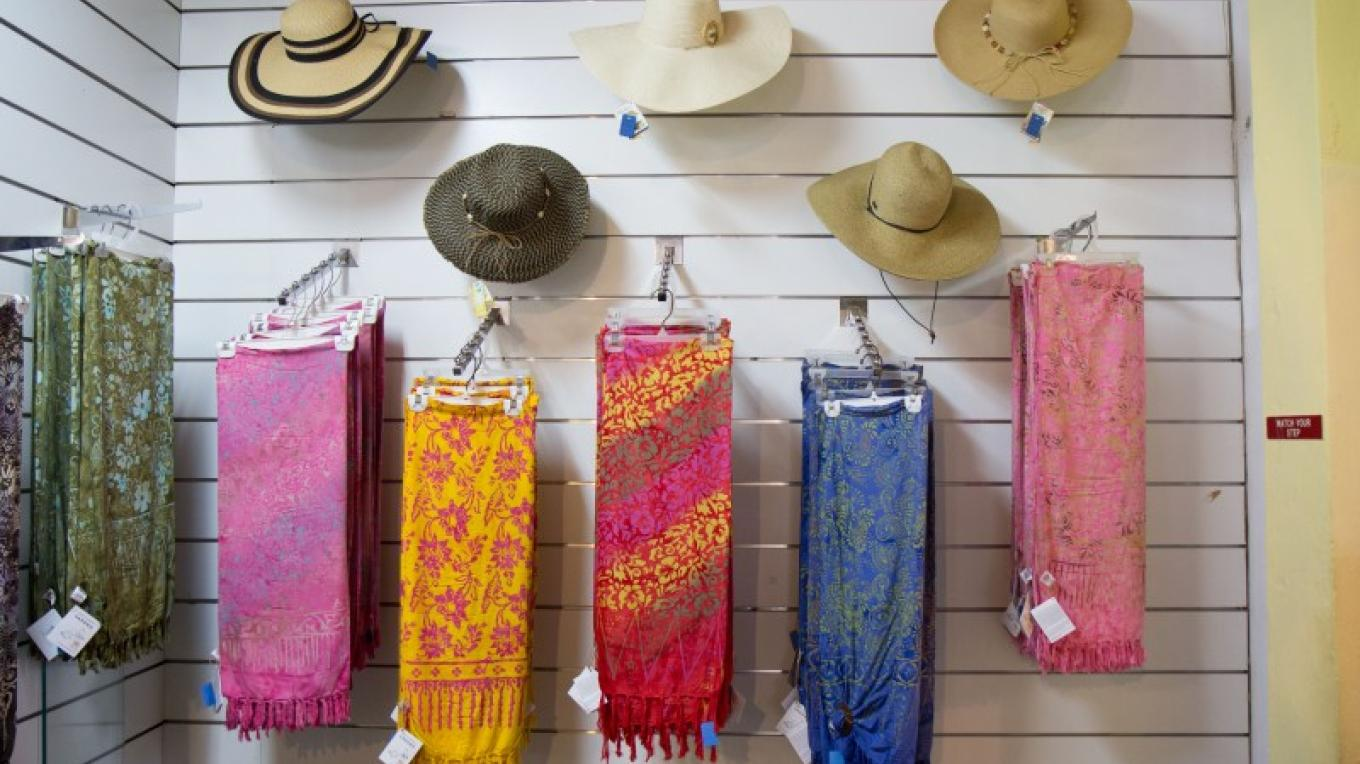 A selection of hats and sarongs – Bahamas Ministry of Tourism