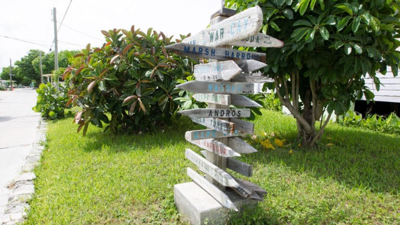 Directional sign along the main road of Man-o-War Cay – Bahamas Ministry of Tourism