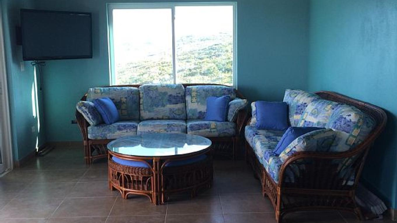 Bahama Dreamin Villas indoor sitting area.