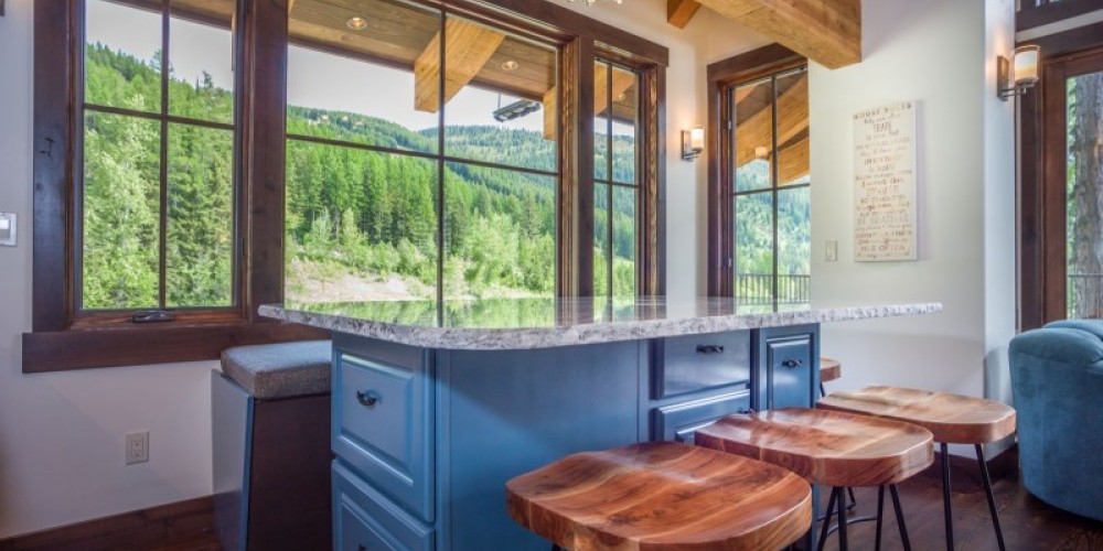 Spacious dining island with seating for 7 in Ponderosa and Tamarack Chalets – Trevon Baker