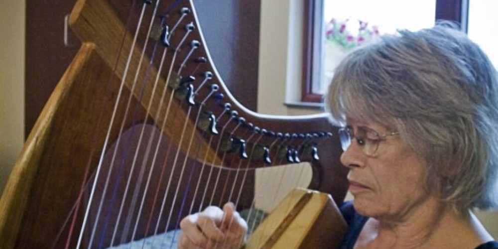 Live Harp music provides soothing atmosphere.