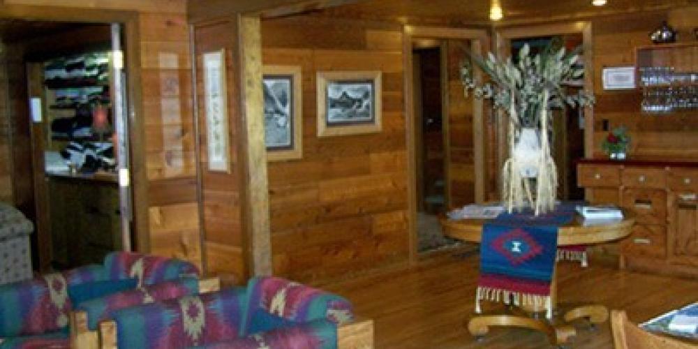 gathering room – Good Medicine Lodge