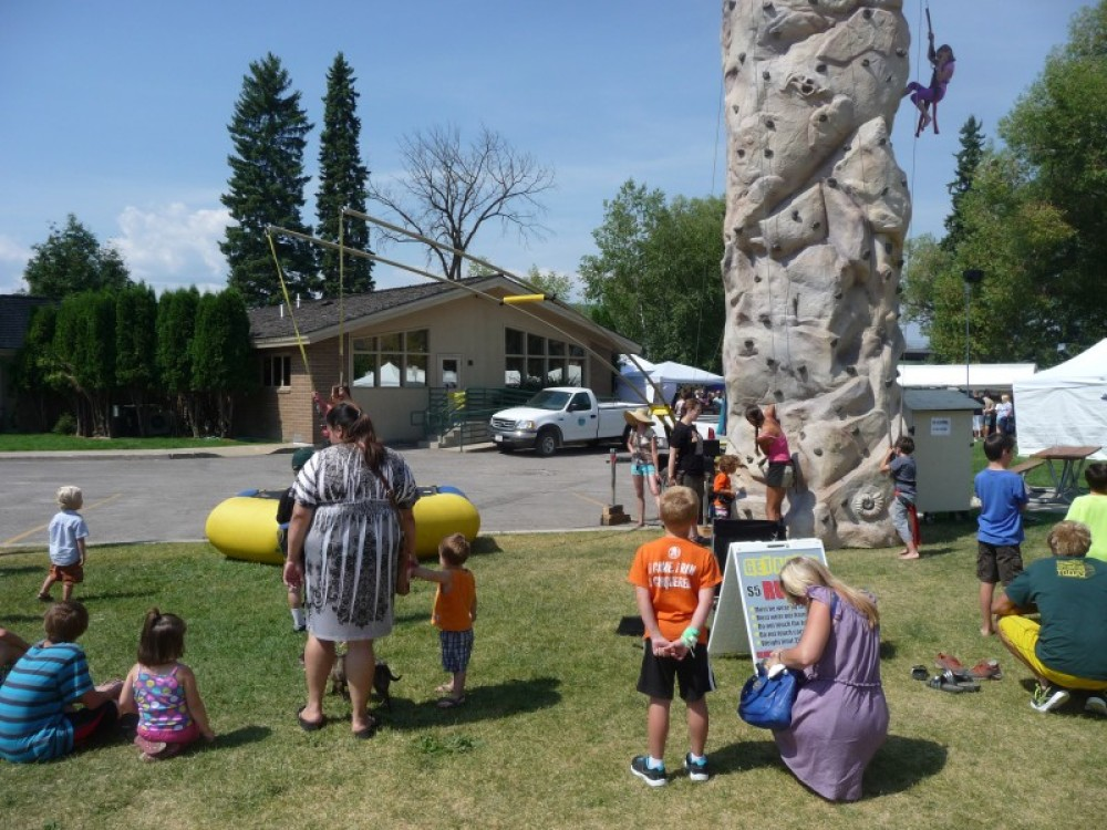 Mobile climbing wall and bungee jumping for kids! – Sarah Stewart