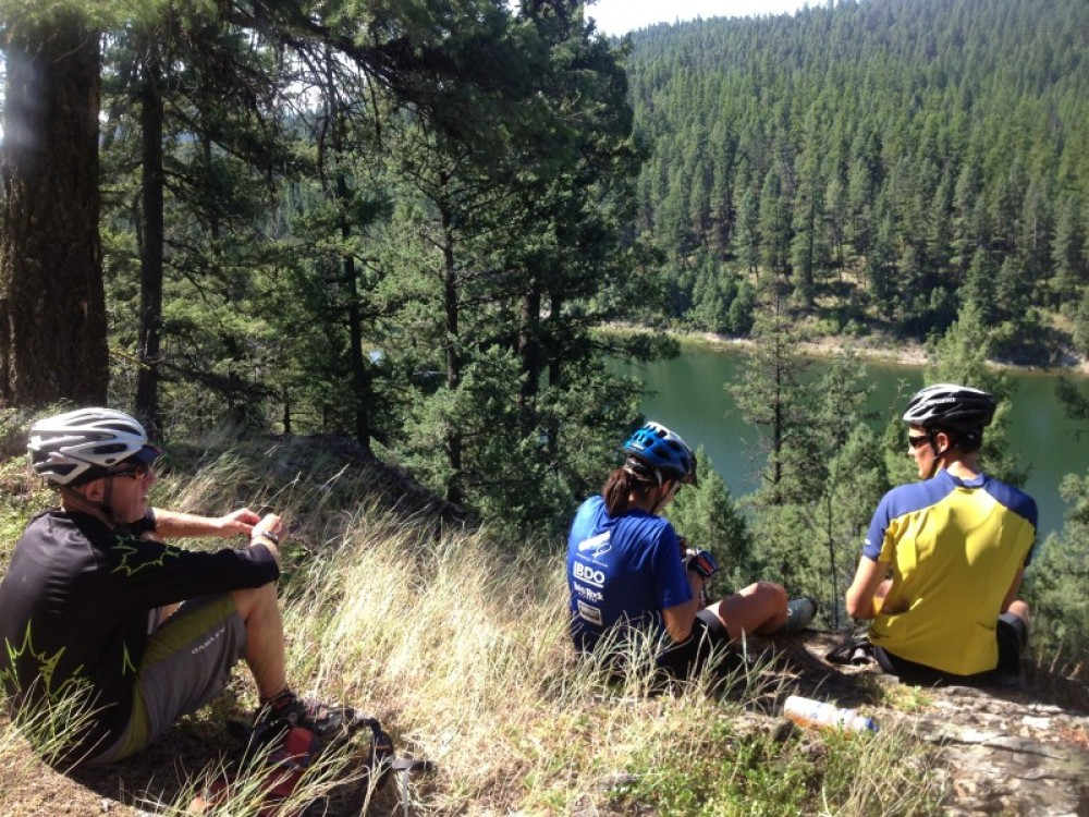 Lunch Spot OverLooking One Of Many Pristine Lakes In The Area – Cricket Butler