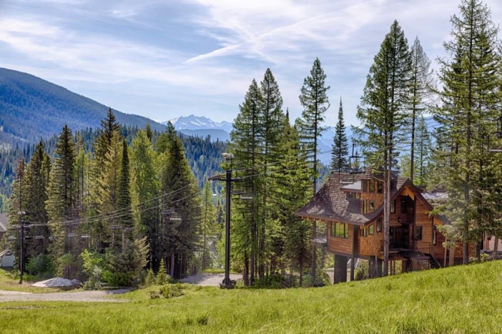 Ponderosa Chalet is located slopeside at Whitefish Mountain Resort, with Tamarack and Cedar chalets immediately adjacent – Trevon Baker