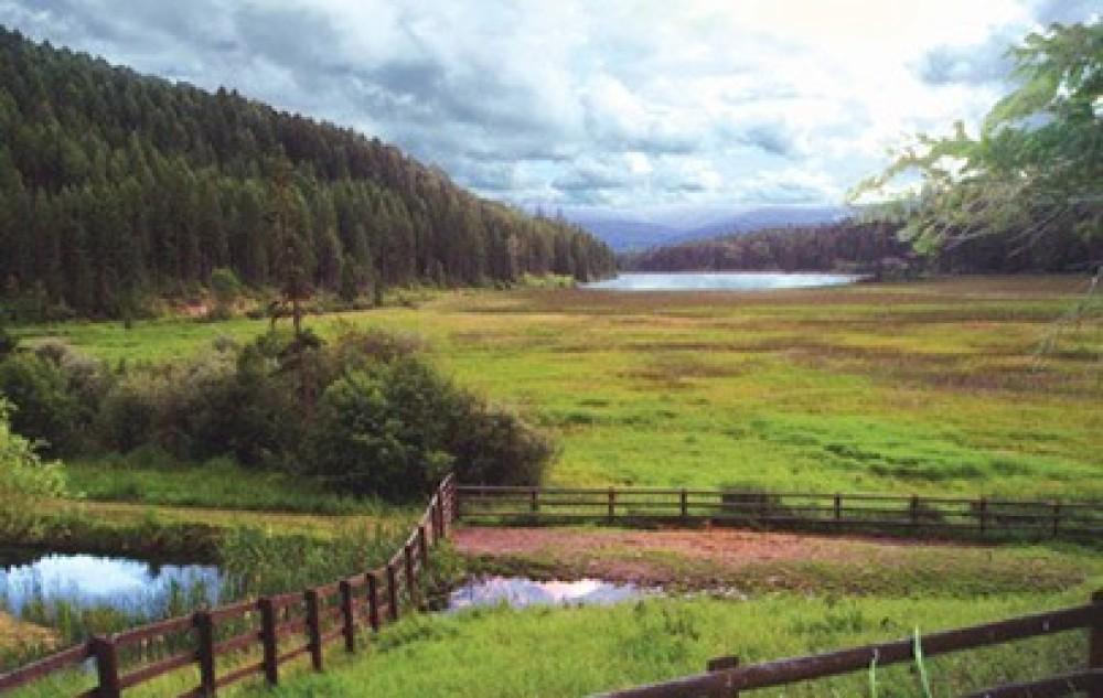 Scenery of Spencer Lake – Bar W Ranch on Spencer Lake