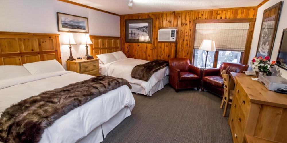 Hotel room – Kat Gebauer