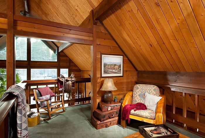 Our Huckleberry Suite was named after the favorite food of the grizzly bear!