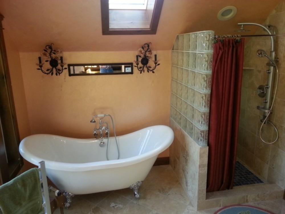 Camas Suite bath – Bill Montgomery
