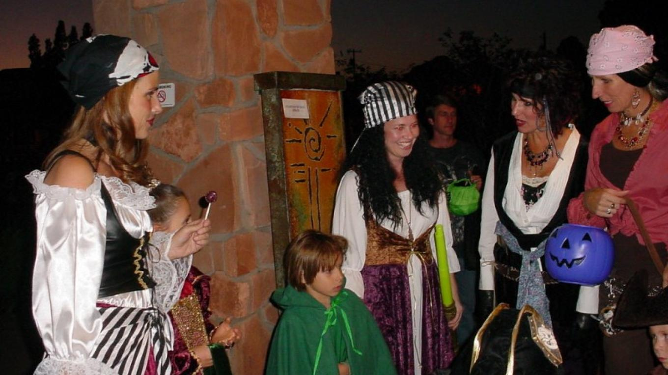 All ages dressed up! – Sedona Main Street Program