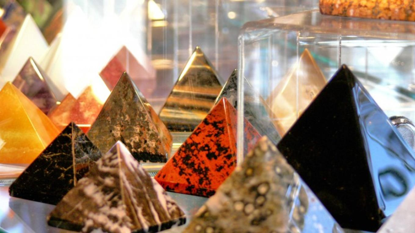 Gemstones of all types in all shapes – Vibhas Kendzia/ Mystical Bazaar