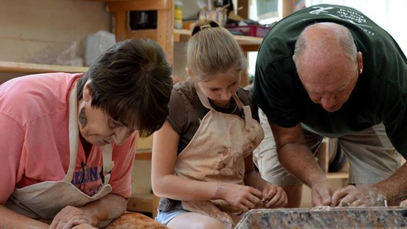 Dennis Ott instructs students in the Ceramics Department at Sedona Arts Center – Kelli Klymenko