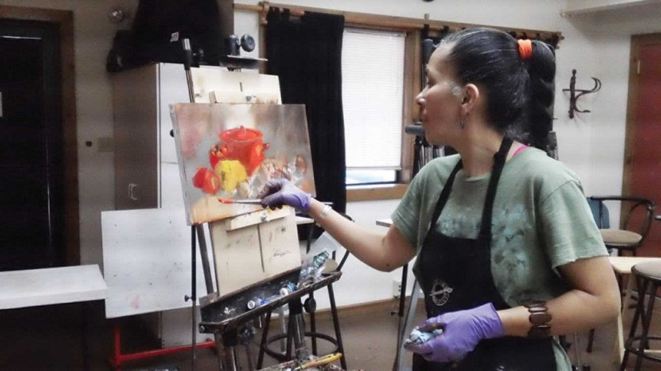 Gretchen Lopez demonstrates during one of her painting workshops at Sedona Arts Center – Kelli Klymenko
