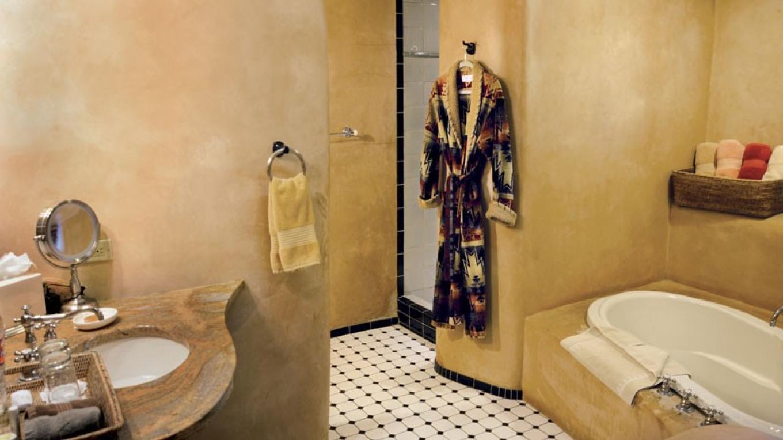 El Portal Sedona - The Garden Court Suite - Bath – Sunflower Studios