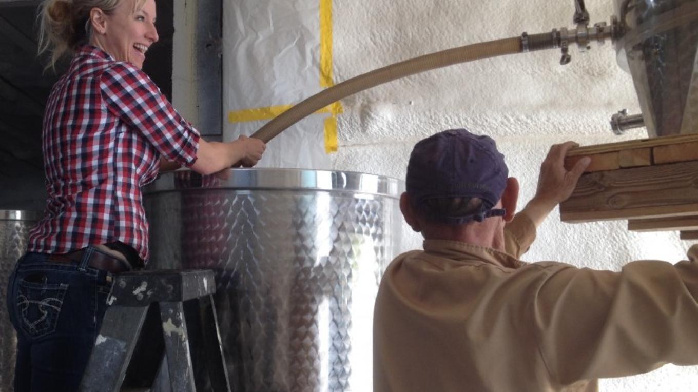 Racking the wine – SL MESA