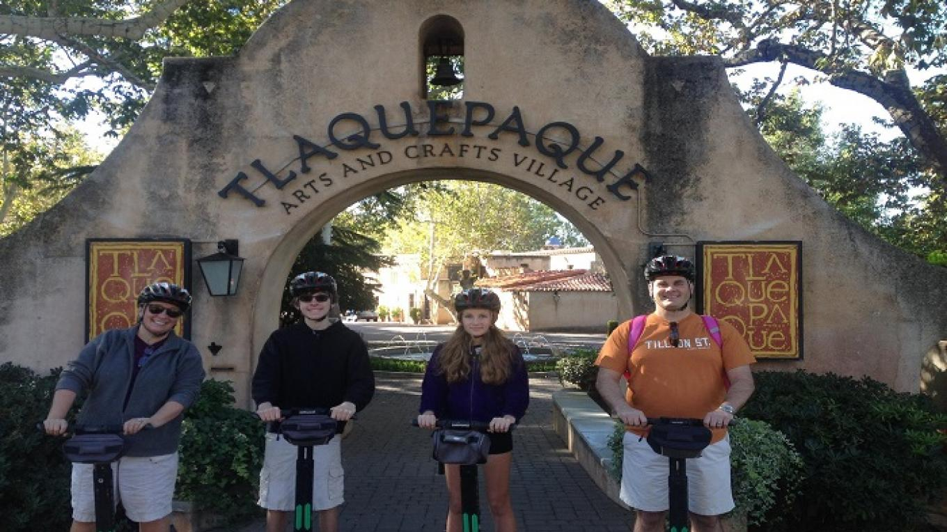 Tlaquepaque Gallery Tour – Bear & Lora lee