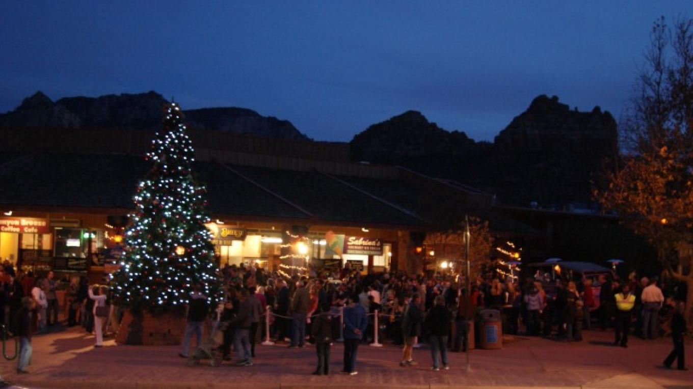 Crowd gathered to see tree lighting and await Santa's arrival – Sedona Main Street Program