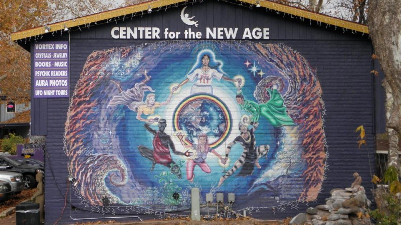 World Famous Mural celebrates the New Age Seekers coming to Sedona, AZ – Robert Simpson