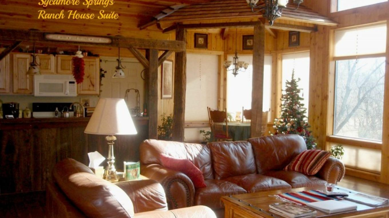 Ranch House suite at Christmas with vineyard theme throughout. – Shirley Millar